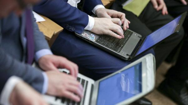 Парламентские слушания «Обеспечение стратегической стабильности вусловиях изменения мировой архитектуры безопасности: парламентское измерение» ноутбуки интернет компьютер