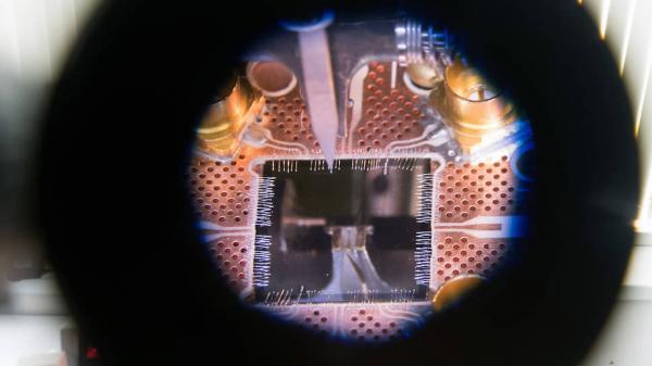 Практически всю жизнь он занимается квантовыми эффектами, нанотехнологиями, наноэлектроникой и сверхпроводящими кубитами