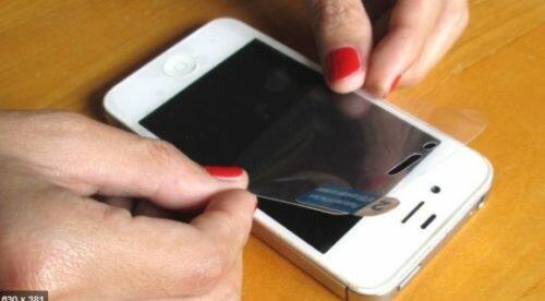 Защитная пленка для экрана смартфона
