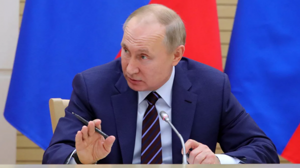 Путин поручил изучить вопрос усиления ответственности за оскорбление