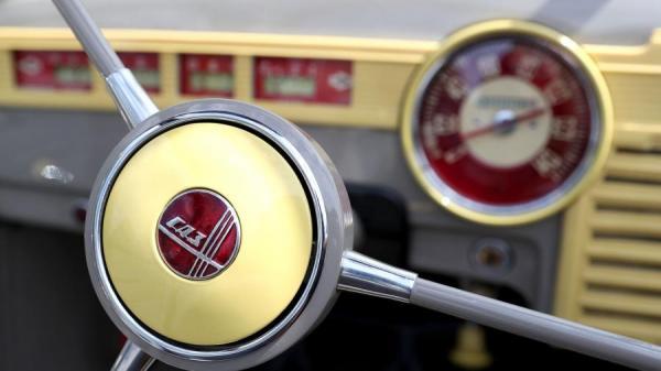 ретро автомобили руль логотип