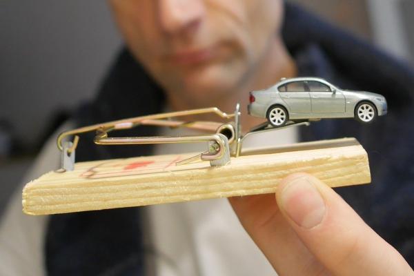 Продажа автомобиля сродни мышеловке. Машины уже нет, а штрафы есть. Фото: Сергей Михеев