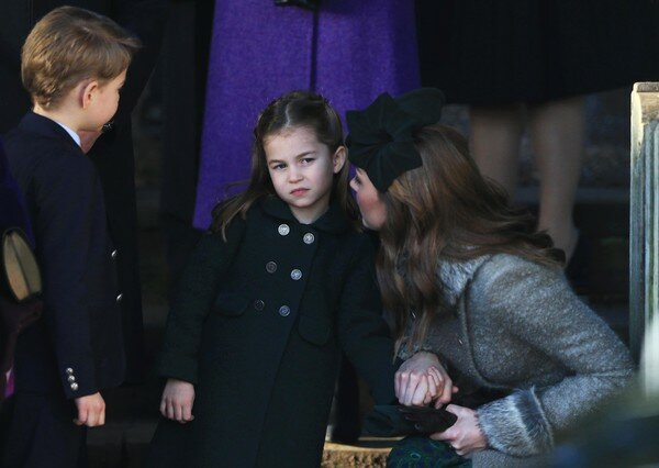 Кейт, может быть, и не кричащая, но все же строгая мама....